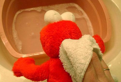 влажная чистка игрушек