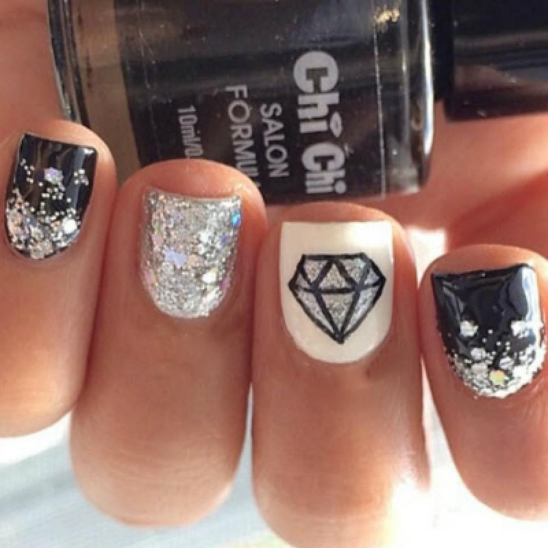 Рисунки алмазов на ногтях