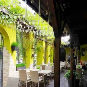 Летняя терраса кафе Пан и Пани в Мелитополе