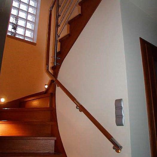 Эксклюзивная винтовая лестница сделает интерьер эффектным и неповторимым