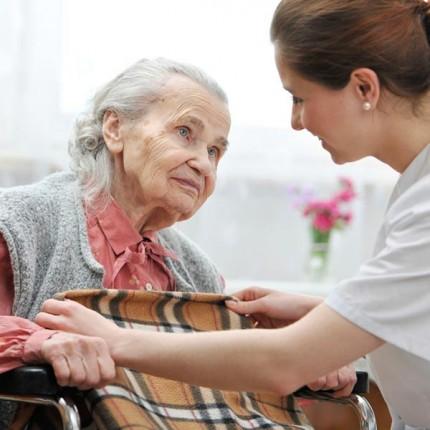 Условия приема в дома для престарелых людей