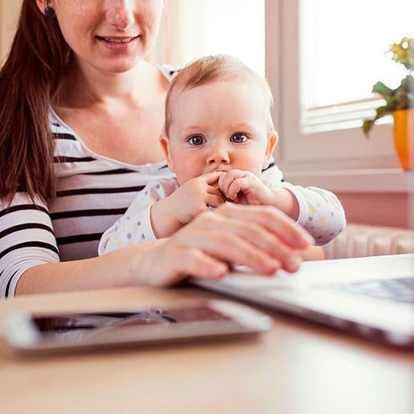 Как совмещать материнство и работу в декрете