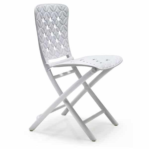 Складные стулья: особенности и преимущества конструкции
