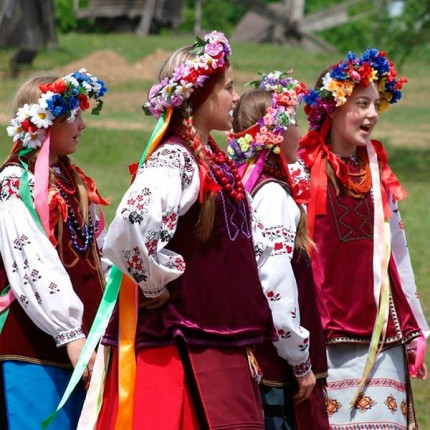 Український етнічний стиль: особливості та різноманітність одягу